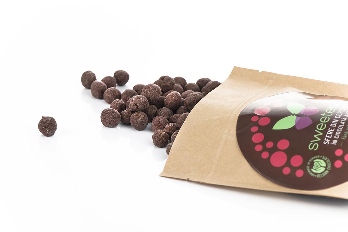 sfere-din-cereale-ciocolata-amaruie-pudra-zmeura-2